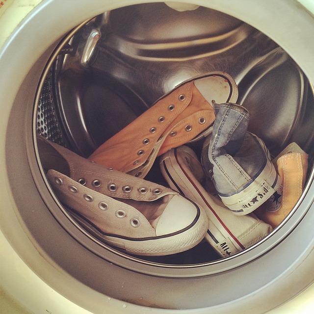 Jak prać buty w pralce