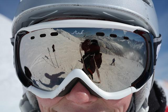 Gogle narciarskie – zadbaj o swoje bezpieczeństwo na stoku