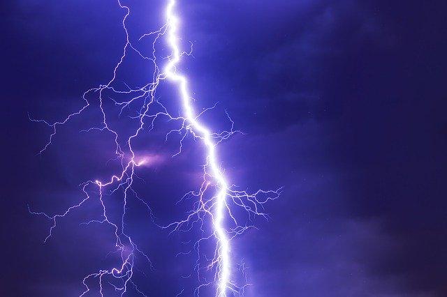 Jak zachować się podczas burzy?