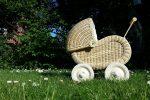 Drewniane wózki dla lalek gwarantem udanej i bezpiecznej zabawy